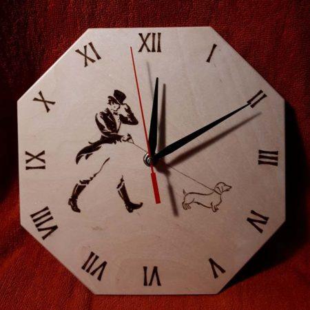 Nyolcszögletű óralapra gravírozott grafikák - Johnny Walker rajzzal