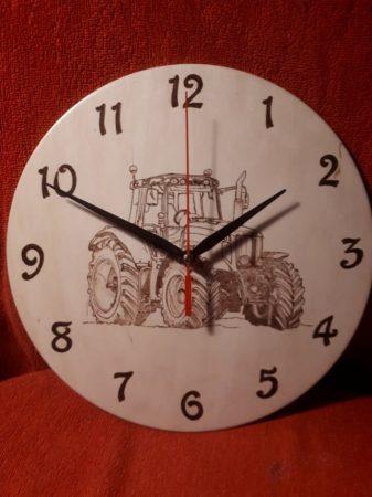 Falióra - Traktor grafikával