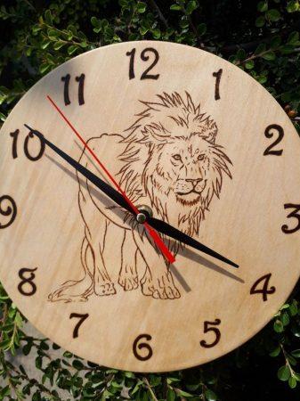 Fali óra - Oroszlán rajzzal