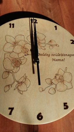 Falióra - Pirográffal gravírozva - Orchidea grafika születésnapra