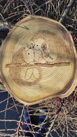 Fatörzs szelet - szerelmes sünik rajzzal