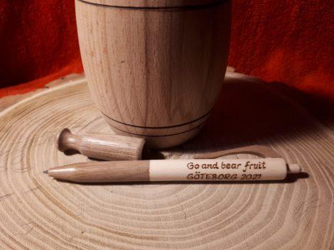 Egyedi toll - diófából - igény szerinti gravírozással