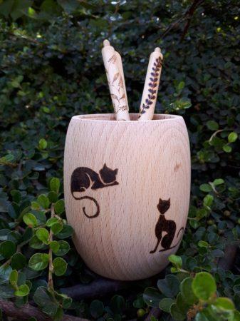 Hordócska tolltartó - Macskás grafikával