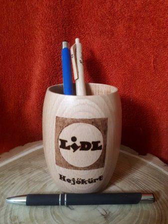 Logóval készített egyedi toll és ceruzatartó - LIDL