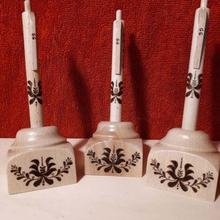Magyaros virág motívummal gravírozott asztali tartós toll - 3 db névre szólóan