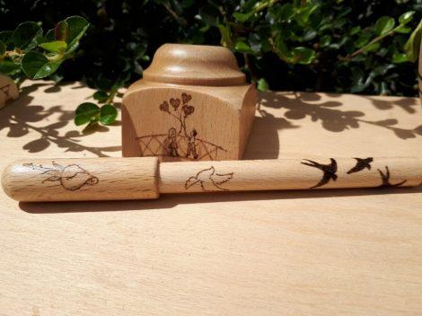 Egyedi fa toll - Fecske grafikával