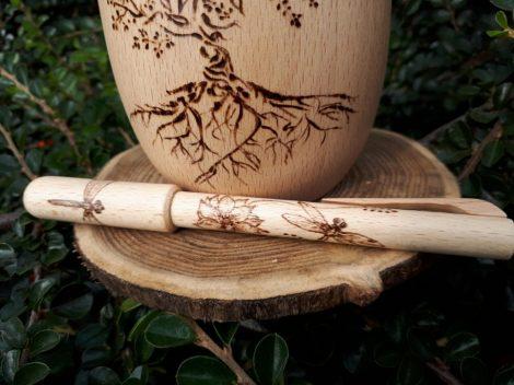 Kézzel rajzolt fa toll - Szitakötő grafikával