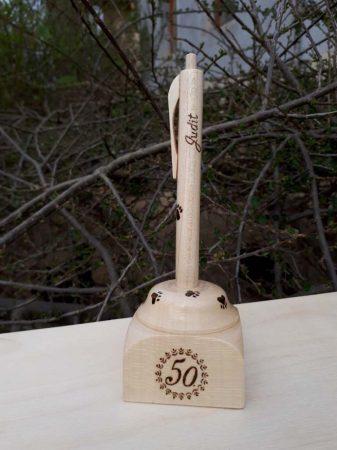 Születésnapra készített egyedi fa toll