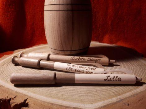 Egyedi toll diófából - névre szólóan
