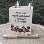 Egyedi fa toll és ceruzatartó - fenyőfából